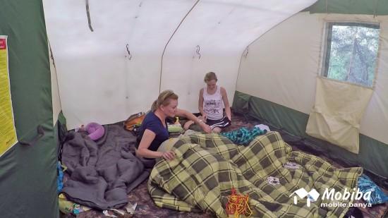 37. Экспедиция на Мультинские озера 2019 - внутреннее пространство в палатке Роснар Р-34.jpg