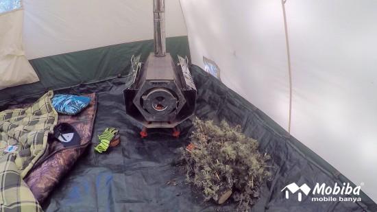 38. Экспедиция на Мультинские озера 2019 - Печь Согра в палатке Роснар Р-34. Мобиба.jpg